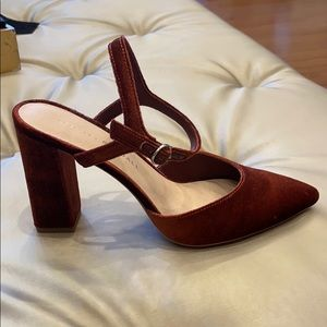 Leily Ankle Strap Closed Toe